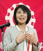 女性部活動について発表した杵藤地区代表の山下知代さん=佐賀市のホテル龍登園
