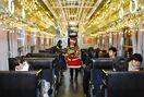 光の列車でクリスマス気分 JR唐津線・佐賀―西唐津