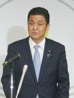 佐賀空港への陸自オスプレイ配備計画を巡る地権者説明会に関し「早急に調整したい」と述べた岸防衛相=東京・市谷の防衛省