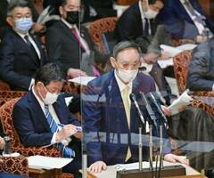 参院予算委で答弁する菅首相=3日午前