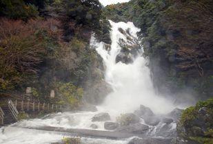 【動画】見帰りの滝真っ白に 伊岐…