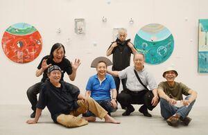アートグループ「磁場」のメンバー=県立美術館4号展示室
