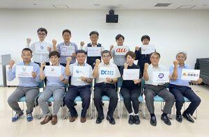 デジタルをテーマに集まった「鹿島DX研究会」のメンバー(提供)