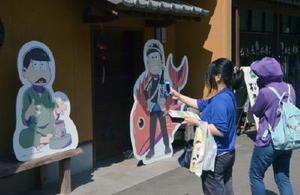 虹の松原内にある松原おこしの「麻生本家」はスタンプラリーのポイント。多くのファンが訪れている=唐津市鏡
