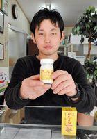 忠兼総本社が販売するイノシシ脂100%の「ぼたん油」。妊娠線予防に使う若い女性も多いという=佐賀市高木瀬町の同社