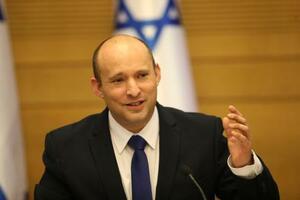 初閣議を開くイスラエルのベネット新首相=13日、エルサレム(AP=共同)