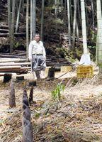 竹の子掘り体験の初級コース。左は高島さん=佐賀市大和町のたかしま農園