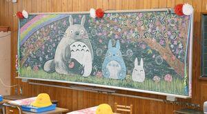 古賀百葉さんが手掛けた黒板アート=小城市の岩松小