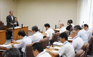 多久市の「タクア」の重油流出問題を討議した県土整備・警察常任委員会=佐賀県議会