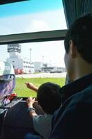 滑走路周辺の施設を見学したバックヤードツアー=佐賀市の佐賀空港