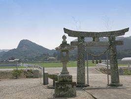 羽根木神社より張琴山を望む
