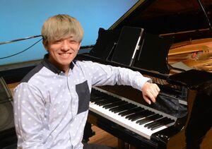 ピアニストのKOSEIさん=佐賀市の佐賀県立美術館