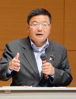 保守系団体が主催したオスプレイに関する講演会で語った古川康衆院議員=22日、唐津市の高齢者ふれあい会館りふれ