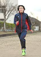 「今度こそ日本一に」と練習を重ねる満上那菜さん=武雄市の武雄青陵中