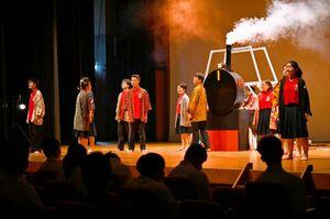 佐賀東高演劇部による大隈重信の劇「太陽の羅針盤」=佐賀市の諸富文化体育館ハートフル