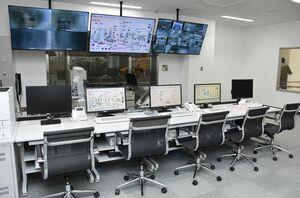 クリーンヒル天山の中央制御室。主要機器をモニターで監視し、運転の制御を行う