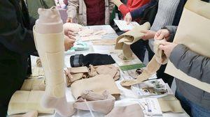 昨年3月に佐賀市のエスプラッツで開かれた装具相談の様子(提供写真)