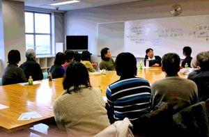 「1人で悩まないで」と開かれたギャンブル依存症家族の会の初会合=佐賀市のアバンセ
