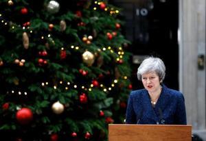 12日、英ロンドンで声明を発表するメイ首相(ロイター=共同)