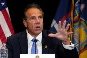 記者会見で話す米東部ニューヨーク州のクオモ知事=7月、ニューヨーク(AP=共同)