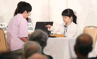 囲碁、菫初段が金沢で公開対局