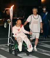 聖火ランナーを務めた中平誠さん=19日午後、高知県宿毛市(代表撮影)