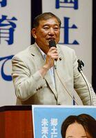 佐賀市南部4町の決起大会で演説した石破茂自民党前幹事長=東与賀町の東与賀文化ホール