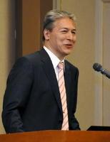 IoTの効果や可能性を説明したドルフィアの井下田久幸社長=佐賀市のグランデはがくれ