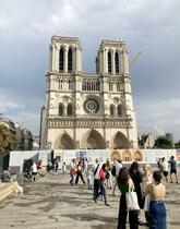 パリの大聖堂、崩壊の危機去る