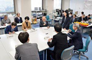 新型コロナウィルスの感染拡大への対応について情報を共有した佐賀県の対策本部準備会議=県庁