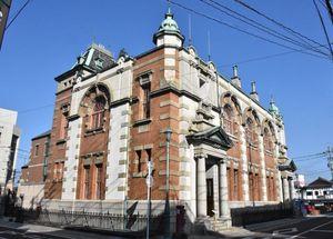 没後100年の3月25日から「辰野金吾記念館」の別称が加わる旧唐津銀行=唐津市本町