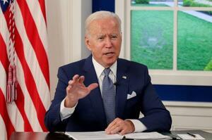 新型コロナウイルス対策を巡るサミットで途上国の接種支援を表明するバイデン米大統領=22日、ワシントン(ロイター=共同)