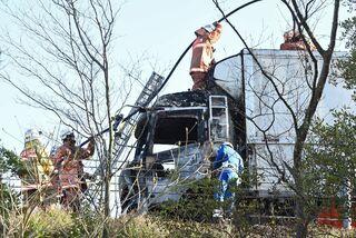 長崎道、トラック火災で一時通行止め 5日、けが人なし