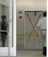 死亡事故があったマンションの1階ホール=06年6月7日、東京都港区