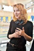 佐賀での短編映画を制作するオランダ人映画監督のテッサ・マイヤーさん=佐賀市の県総合運動場水泳場