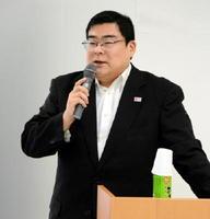 「日本版DMOを組織すれば地域のブランド力強化につながる」と訴える観光庁の玉石宗生さん=佐賀市のバルーンミュージアム