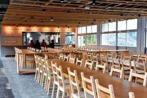 SAGA FURUYU CAMPの食堂=佐賀市富士町の旧富士小