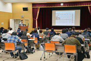 DPATの研修会に参加した県内の精神医療機関の関係者たち=吉野ヶ里町の肥前精神医療センター