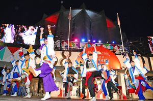 維新博の閉幕に花を添えたフィナーレイベント=佐賀市城内の幕末維新記念館前