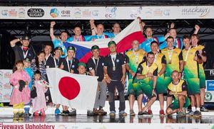 総合優勝を果たした古川陽進さん(前列右から4人目)ら日本代表チーム
