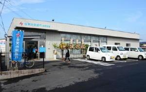 2支店を統合してオープンした佐賀共栄銀行白石支店=杵島郡白石町