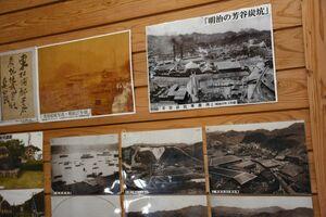 岸岳ふれあい館に展示されている当時の芳谷炭坑の写真=唐津市北波多