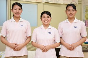 介護技術コンテストの九州大会に挑む神埼清明高のメンバー=神埼市の同校