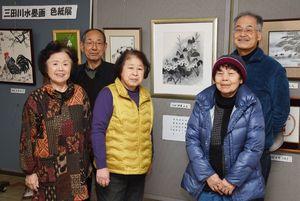 作品展への来場を呼び掛ける三田川水墨画会のメンバー=吉野ヶ里町中央公民館