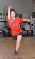 全日本中学ボーリング選手権で優勝した鹿島東部中3年の中島望結さん=武雄市のメリーランドタケオボウル