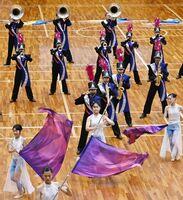 息の合った動きで華麗な演奏を披露した佐賀清和の演技