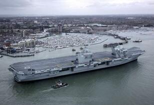 英海軍、空母を日本近海に派遣へ