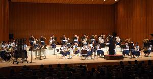 演奏を披露する大和中学校の生徒たち=佐賀市文化会館