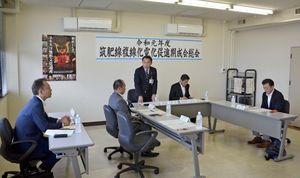 本年度の事業計画などを承認した筑肥線複線化電化促進期成会総会=唐津市役所