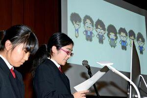 課題研究について発表する有田工高デザイン科の生徒たち=有田町の県立九州陶磁文化館